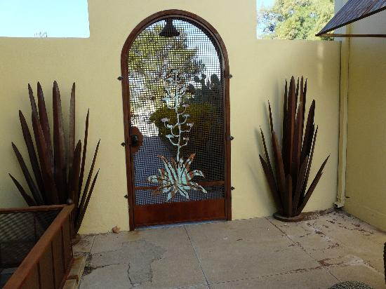 Catalina Park Inn Bed and Breakfast: Gate
