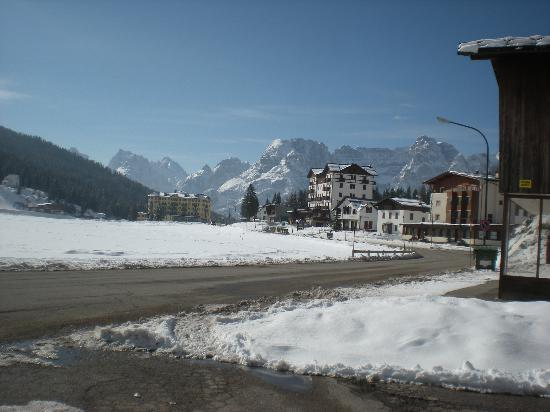 Sport Hotel Misurina: View from parking lot