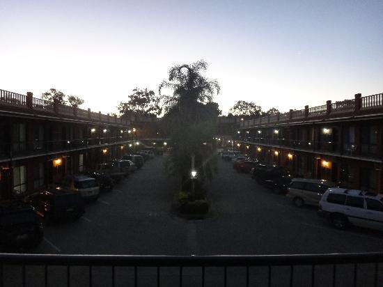 Albury Paddlesteamer: Hotel at Night