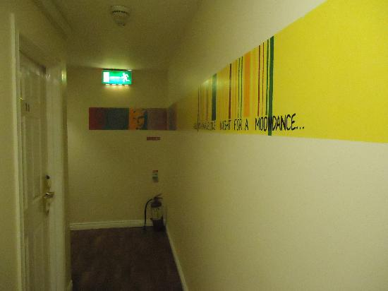 Sky Backpackers: First floor corridor