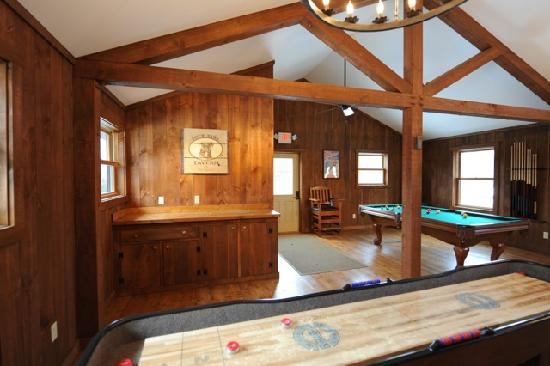 Muddy Moose: Game room that is available to all guests
