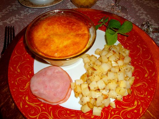 Rocking Horse Manor Bed and Breakfast: Cheese souffle!