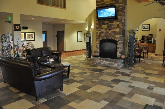 BEST WESTERN Rambler : Lobby and breakfast area.