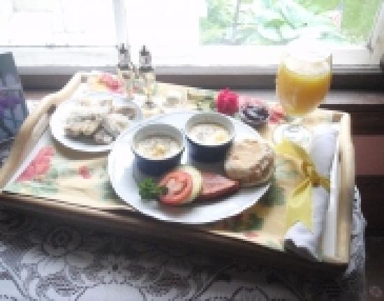 Pedal'rs Inn Bed and Breakfast: In-room breakfast service available