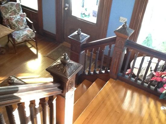 Forsyth Park Inn: Stairway.