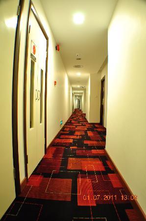 Dorset Boutique Hotel, Kuching: Walkway