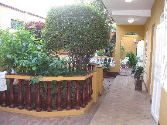 Hostal Dr Lara y Sra Yuda : courtyard