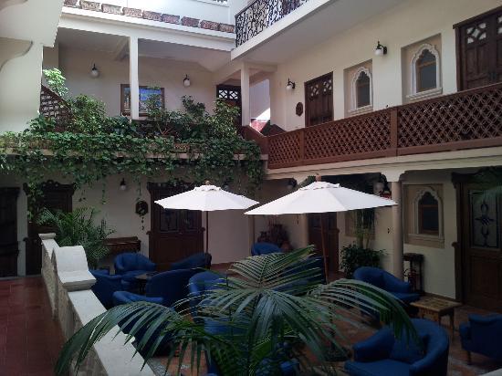 هوتل مي سولار: hotel, 2da parte