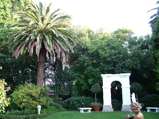 Le Chateau: formal garden
