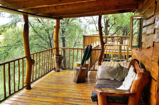 Riverside Guest Lodge: Treehouses overlooking the River and Swarberg Mountains