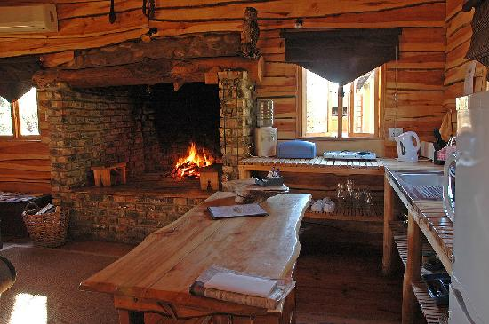 Riverside Lodge: Fireplaces in the Treehouses