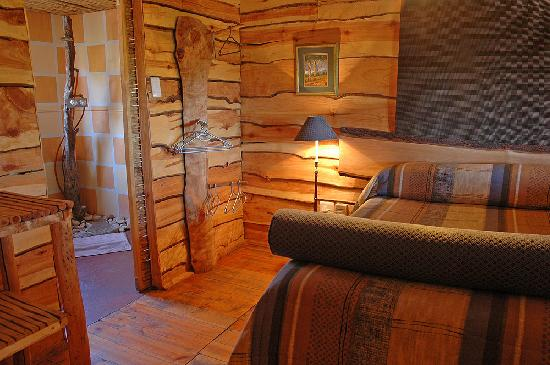 Riverside Lodge: Queen size beds for the Treehouses
