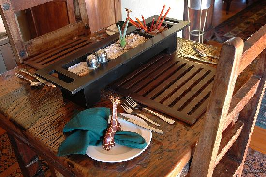 Riverside Lodge: Enjoy dinner on the deck