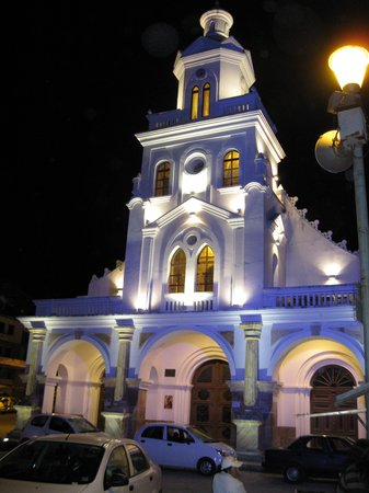 Cuenca, Équateur : Church at Turi at night
