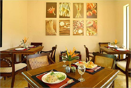 โรงแรมไรซิ่งซัน เรสซิเดนซ์: Thai Cuisine
