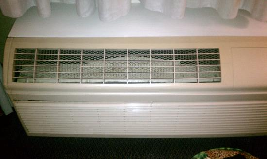 Best Western Lehigh Valley Hotel & Conference Center: grill broken on ac