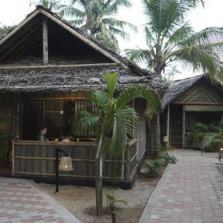 Palm Trees Resort: outside