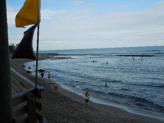 Bathtub Reef Beach: View of the North end of the beach