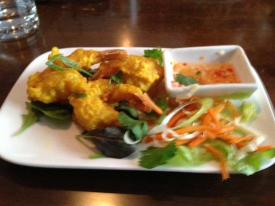 Siem Reap Restaurant : Deep fried prawns - good way to start your evening