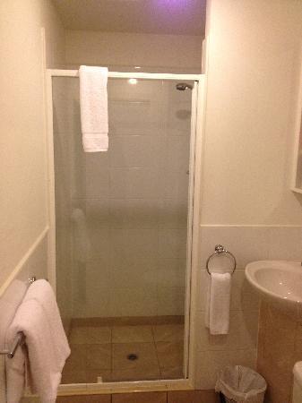 Quest on Queen: Bathroom
