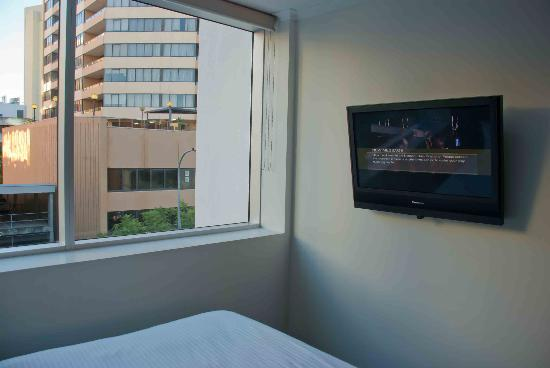 Mantra Terrace Hotel: TV on the wall included Foxtel Sports