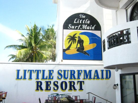 The Little Surfmaid Resort: Beachfront patio of Little Surfmaid. Watch the Sunset here with a good bottle of local beer