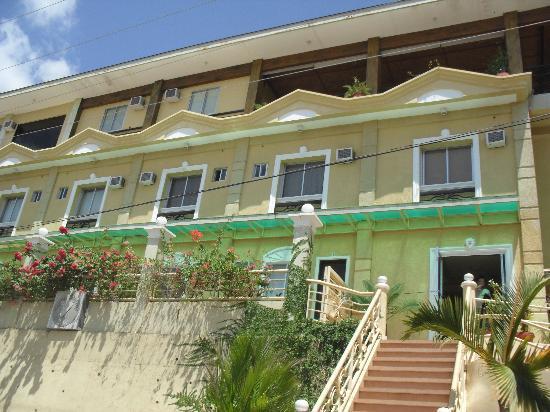 Mt. Tapyas Hotel: hotel facade