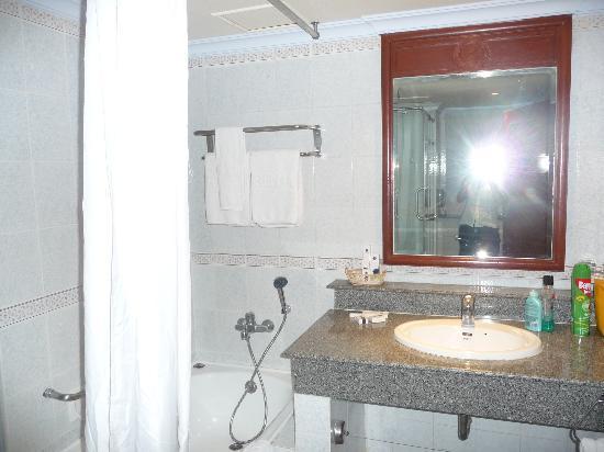 رويال بنجا هوتل: Salle de bain