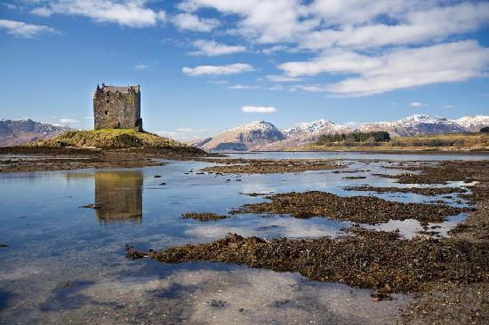 Airds Hotel & Restaurant: Castle Stalker nearby