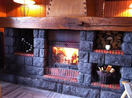 Chalet Marie Stuart : Now THAT is what you call a fire! Toasty!!