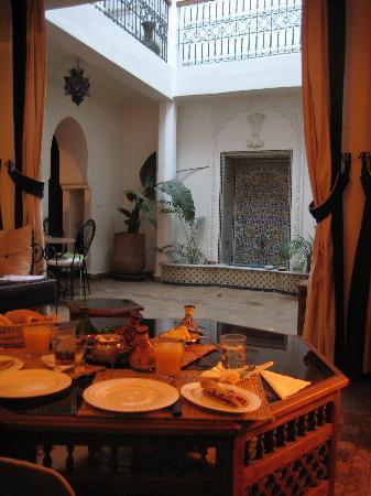 Riad Ida Ou Balou: Breakfast inside