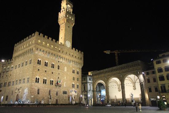 Plaza de la Señoría: Palazzo Vecchio and Loggia della Signoria