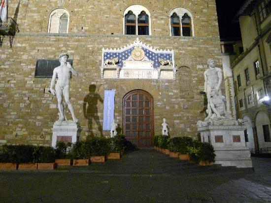 Plaza de la Señoría: Piazza dell Signoria at night