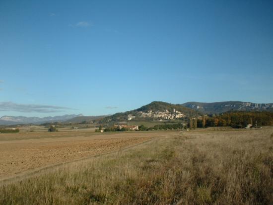 La Piverdiere : La Piverdière au pied du vieux village
