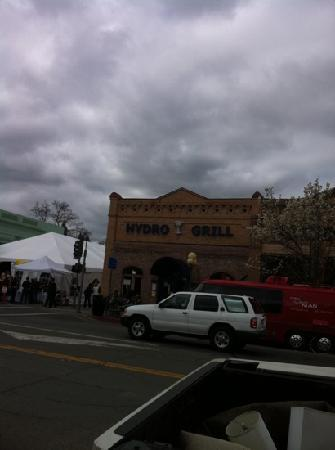 Hydro Bar and Grill: exterior