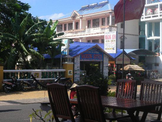 Hoang Kim Golden: Entrance