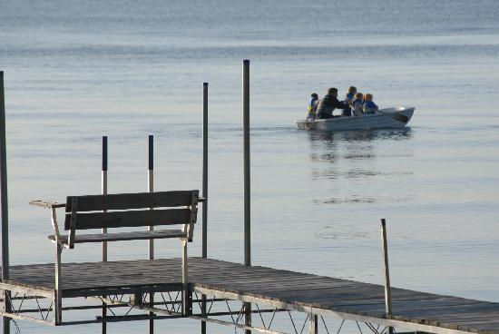 Shallows Resort: Rowboats & Kayaks free for our guests