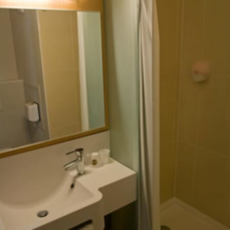 B&B Hotel Dunkerque Centre Gare: The bathroom!