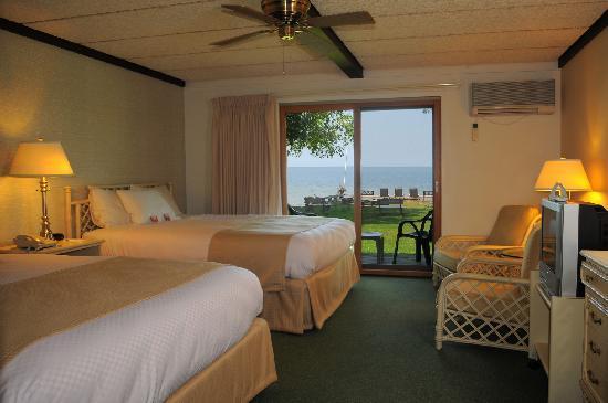 Shallows Resort: Shoreside Motel Interior