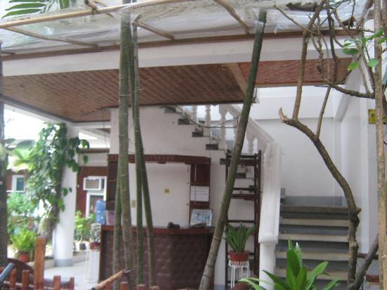 Cez Manor Resort: front desk