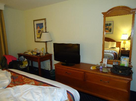 La Quinta Inn & Suites San Diego Old Town / Airport: bedroom photo 2