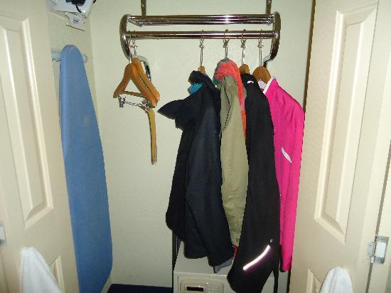 La Quinta Inn & Suites San Diego Old Town / Airport: closet