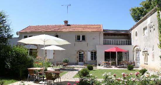 Auberge de la court d 39 aron saint cyr en talmondais for Auberge le jardin