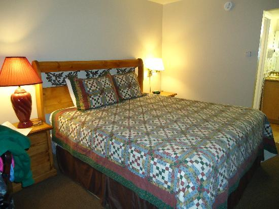 Wolf Creek Resort: the bed