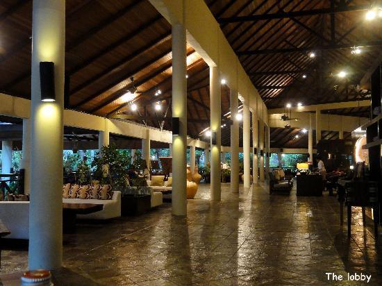 Vivanta by Taj Rebak Island, Langkawi: The lobby at night