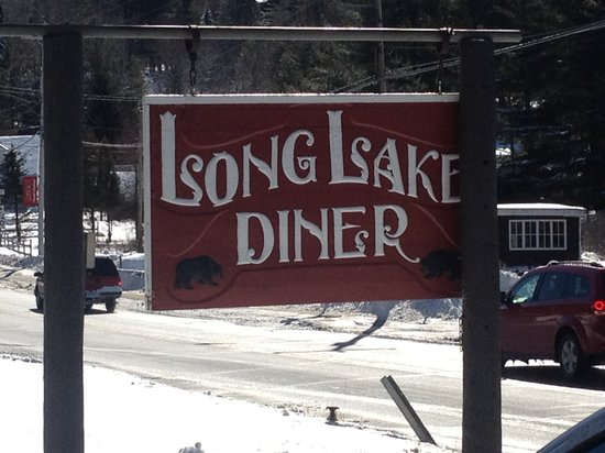 Long Lake, นิวยอร์ก: Sign across the street from diner next to parking lot