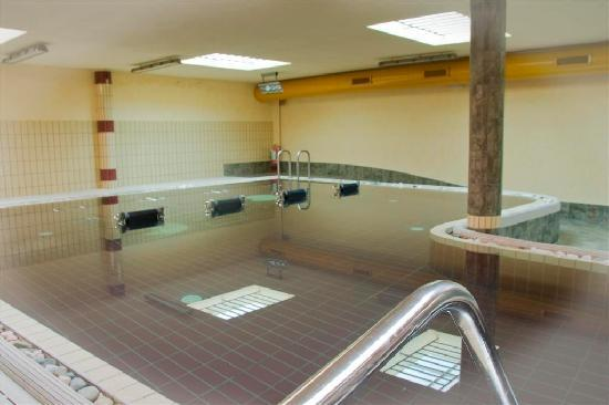 Sporting hotel san felice pensione illasi provincia di - Piscina g conti verona ...