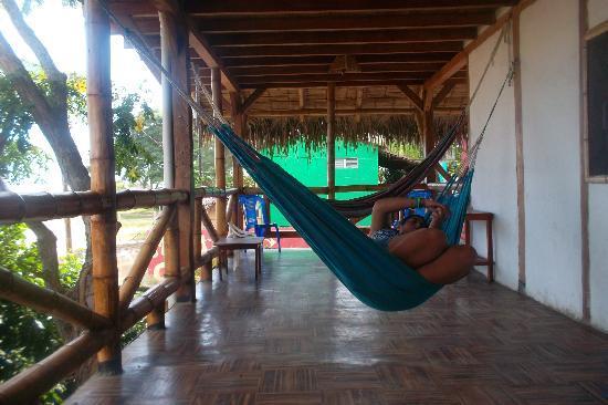 Kon - Tiki Hostal: terraza de descanso
