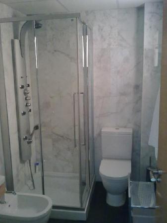 Apartamentos Turisticos Archybal: Apartamentos Archybal, cuarto de baño