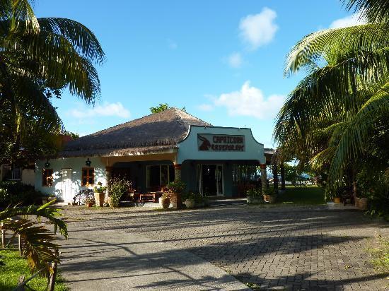 Islander Hotel: Restaurant vom Bungalow aus gesehen